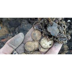 В минском сквере нашли золотые монеты