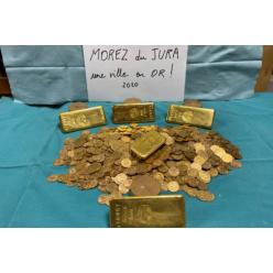 В случайно купленном доме мэрия небольшого французского города нашла клад — золотые слитки