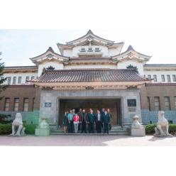 Раритетные японские монеты подарили Сахалинскому краеведческому музею
