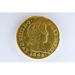 Клад золотых монет 17 века найден в особняке в Плозеве, Бретань